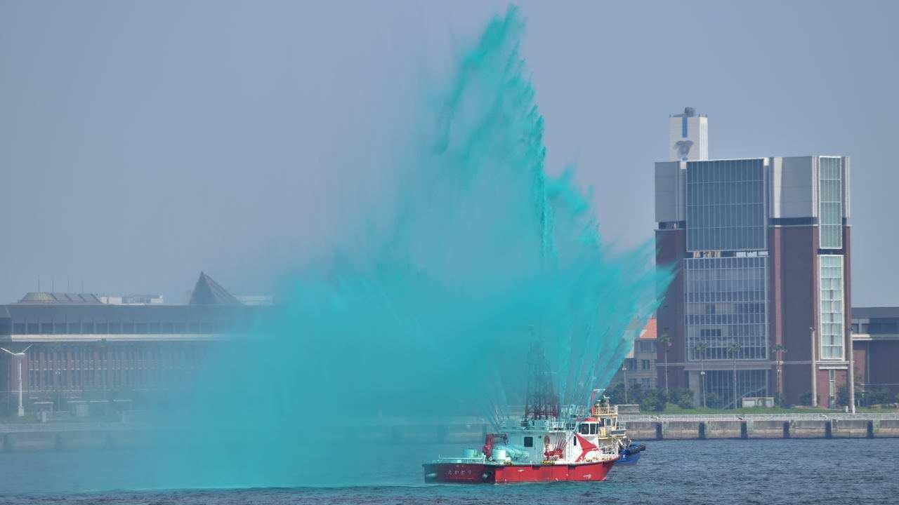 船からの放水
