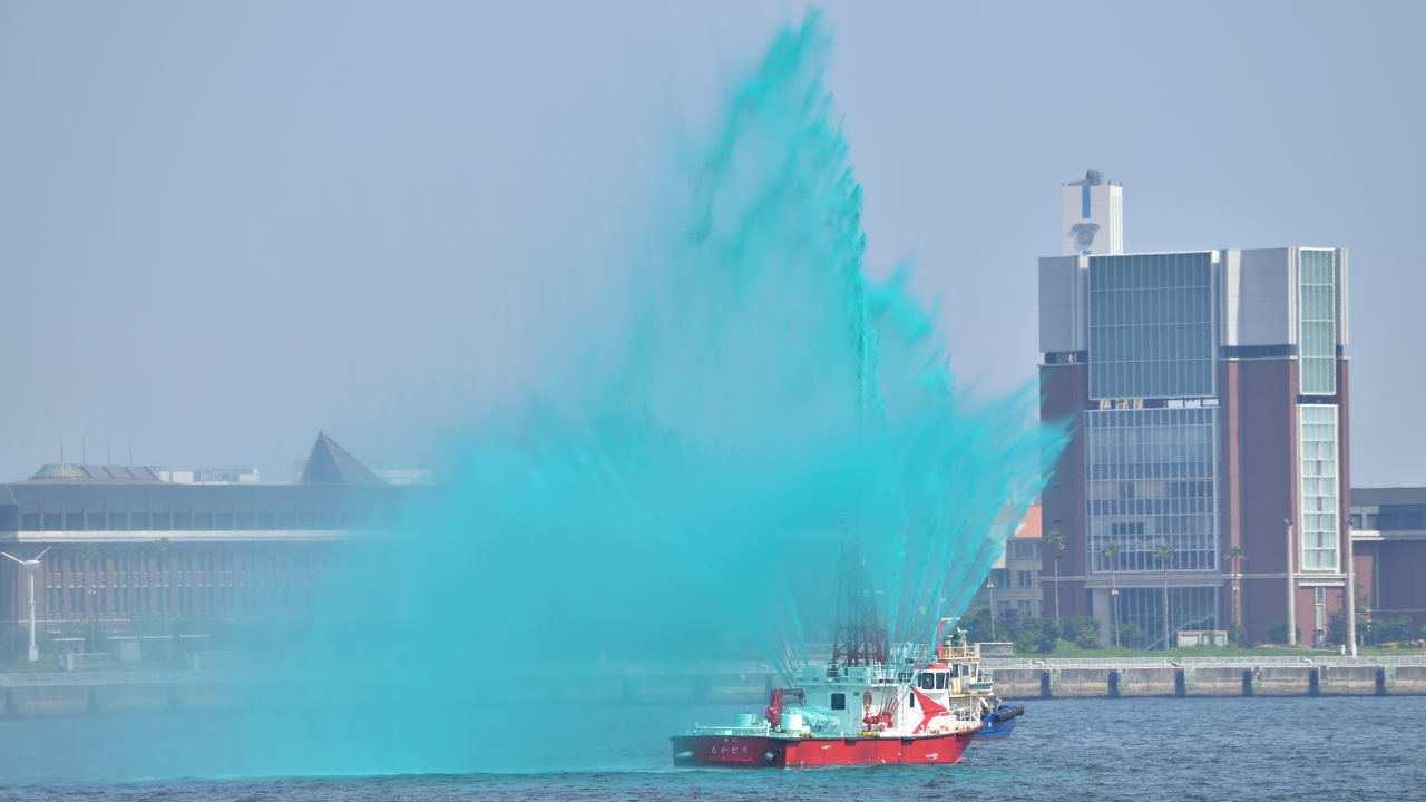 船による放水