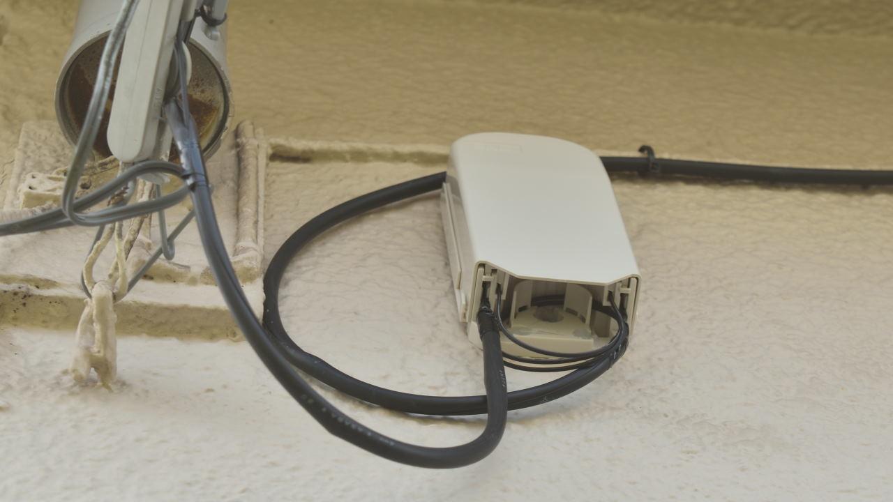 外壁に取り付ける光キャビネット